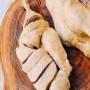 <p>D&ugrave;ng rượu trắng v&agrave; muối để rửa thịt vịt cho bớt h&ocirc;i, sau đ&oacute; rửa lại với nước cho sạch, chặt miếng vừa ăn. Đem thịt vịt ướp với &frac12; h&agrave;nh, gừng băm, hạt ti&ecirc;u, sả đập dập cắt kh&uacute;c c&ugrave;ng một th&igrave;a bột n&ecirc;m, một th&igrave;a bột canh.</p>