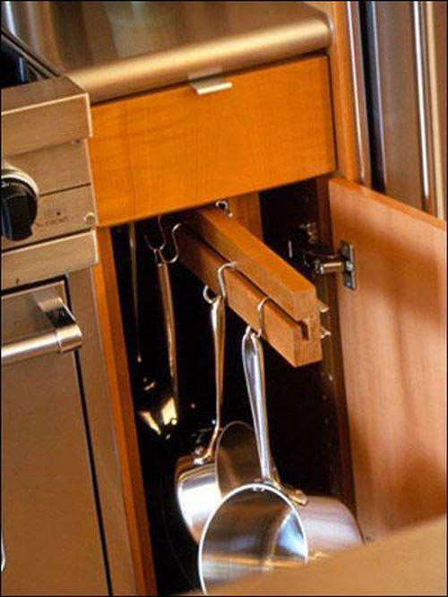 Sắp xếp đồ dùng nhà bếp
