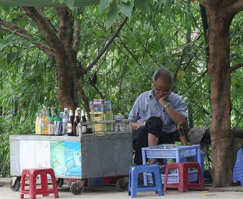 Hà Nội - Râm ran trà đá vỉa hè