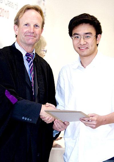 Phan Thanh Phong trong lễ tuyên duong
