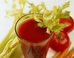 sinh tố cà chua cho một nàn da trắng hồng