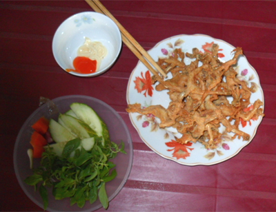 Các phụ gia dùng để chế biến thịt nhái cũng phong phú như chế biến thịt ếch: tiêu, hành, ớt, tỏi, nước mắm...