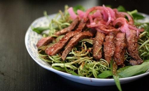 Cách làm nộm rau muống thịt bò áp chảo ngày tết