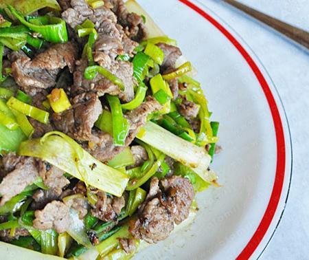 Món ngon ngày tết: Bò xào tỏi tây