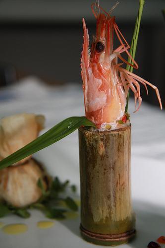 Cách làm món tôm hấp ống trúc
