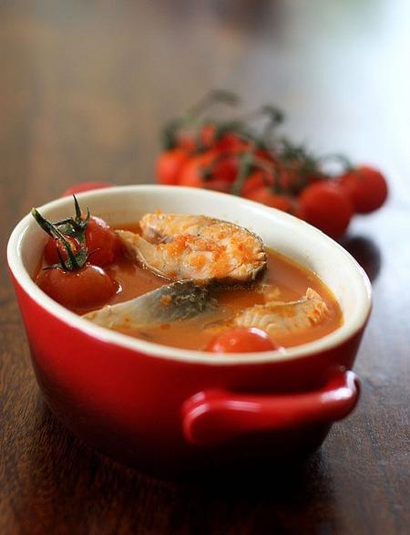 Hướng dẫn chế biến món canh cá nấu chua cay kiểu Thái