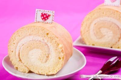Làm bánh cuộn kem tươi mứt dâu