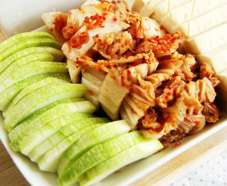 Món ngon Hàn Quốc: Canh kim chi chua cay