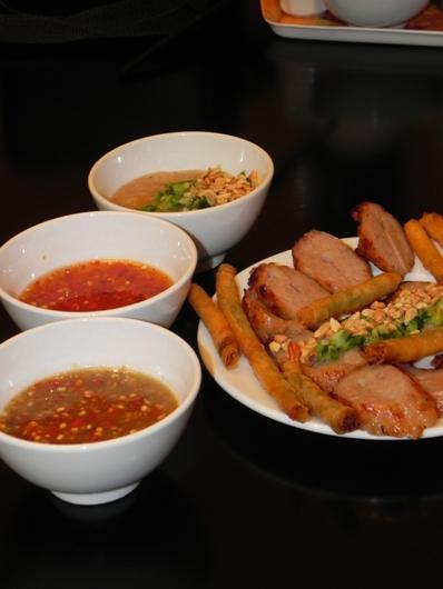 Đi tìm quán nem nướng tôm đầu tiên tại Sài Gòn
