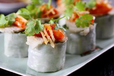Cuốn bánh ướt tôm chua - Ngon đúng chất Huế