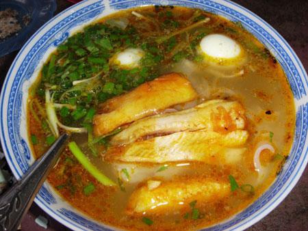 Bánh canh cá lóc: Món ngon xứ Huế