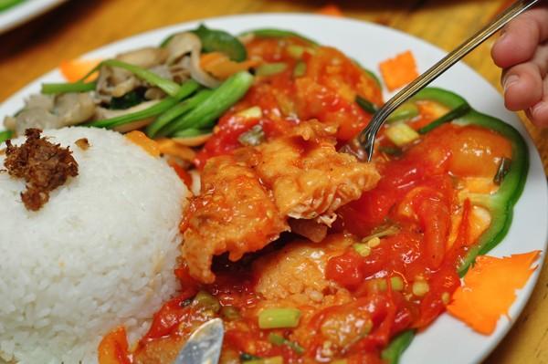 Cơm cá basa sốt nấm