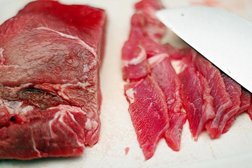 Mẹo phân biệt thịt bò giả