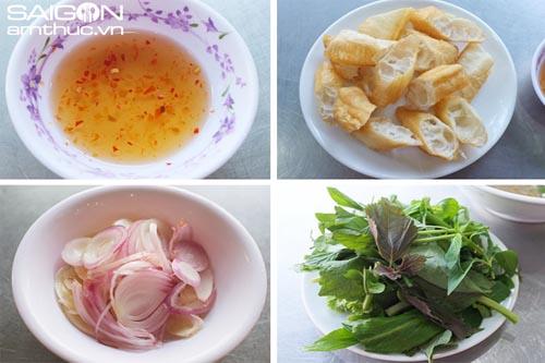 Đi ăn cháo lòng phố Nguyễn Thị Sáu 5
