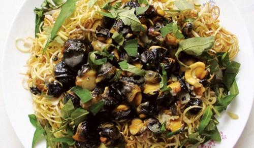 Ốc bươu trộn gỏi bắp chuối
