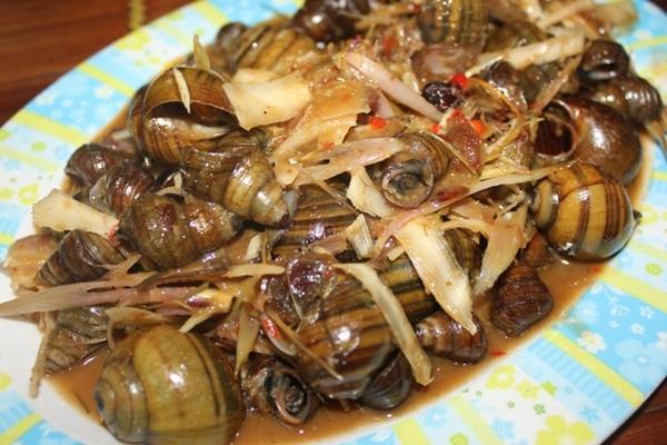 Xuýt xoa mãi không thôi món ốc ngon Hồ Tây tại Tửu Quán Ốc210