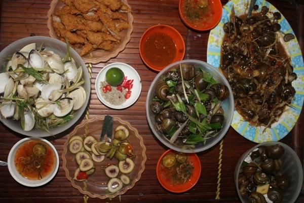 Xuýt xoa mãi không thôi món ốc ngon Hồ Tây tại Tửu Quán Ốc211