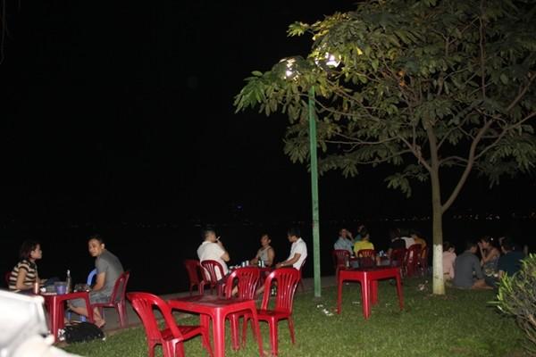 Ăn mãi không thôi quên món ốc ngon Hồ Tây tại Tửu Quán Ốc