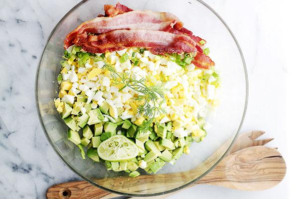Salad bo voi thit nguoi va trung lam trong 5 phut van ngon nhu nha hang