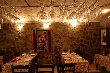 Nhà hàng cổ La Hostaria