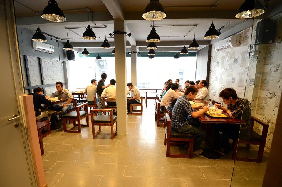 không gian nhà hàng miss seven