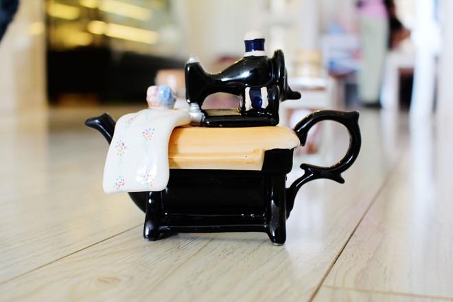 Ấm trà hình chiếc máy may