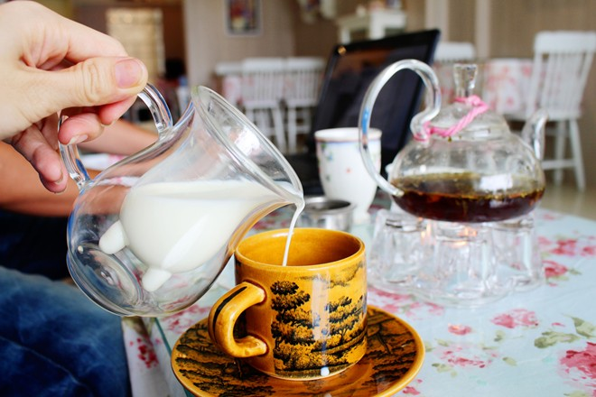 Sữa tươi dùng trong tiệc trà