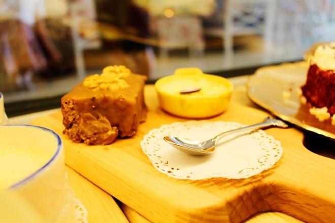 Bánh ngọt dùng với trà