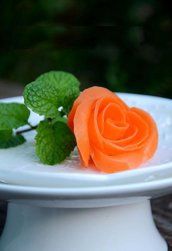 Làm hoa hồng bằng cà rốt