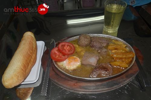 Món bò bít tết tại quán bò ok
