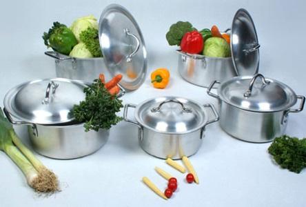 nguy hiem tu viec dung noi nhom tai che Những nguy hiểm không ngờ khi sử dụng đồ dùng nấu ăn bằng nhôm tái chế nhahanghanoi.vn