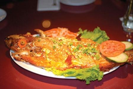 Món cá nướng Nam Bộ cải biên ở Mỹ