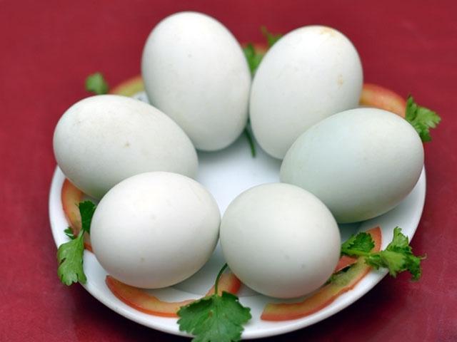 Cách chọn trứng vịt lộn