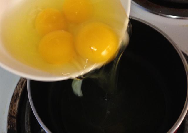 Chế biến trứng kỹ tránh nhiễm khuẩn