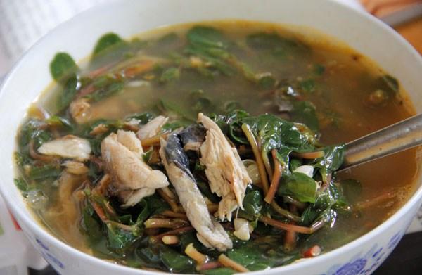 Về Quảng Trị ăn canh cá nướng rau sam