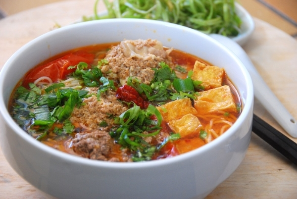 Image result for MÓN ĂN TRUYỀN THỐNG CỦA VIỆT NAM bun rieu