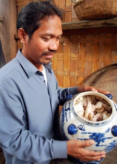 Zrúa - thịt lợn muối chua ở Quảng Nam