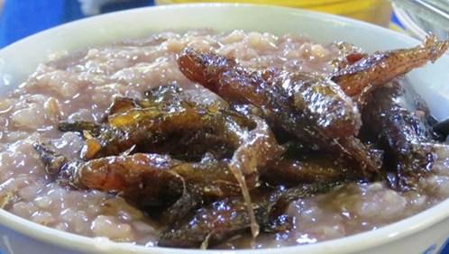 Cháo gạo đỏ cá bống