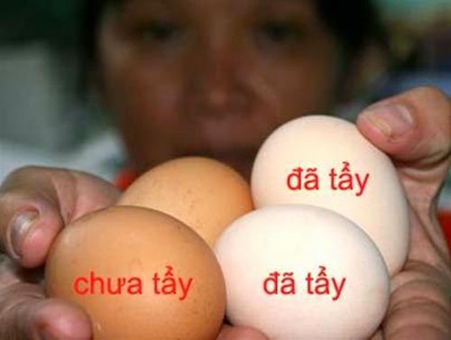 Phân biệt trứng gà tẩy trắng