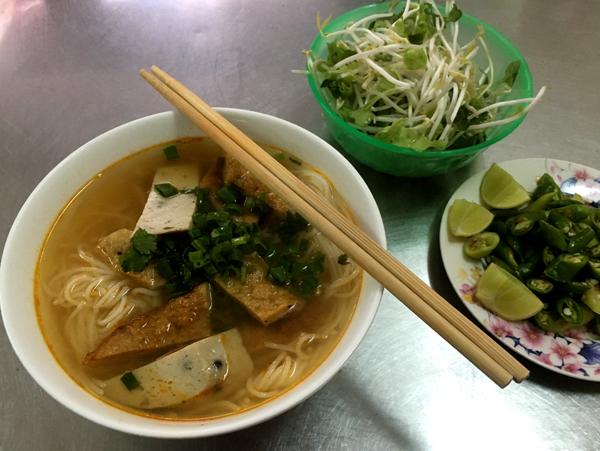 Bữa sáng thanh mát với bún chả cá Đà Nẵng