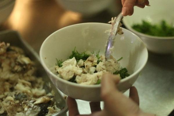 Đi thưởng thức quán cháo cá thâm niên 20 năm ở Phố Cổ