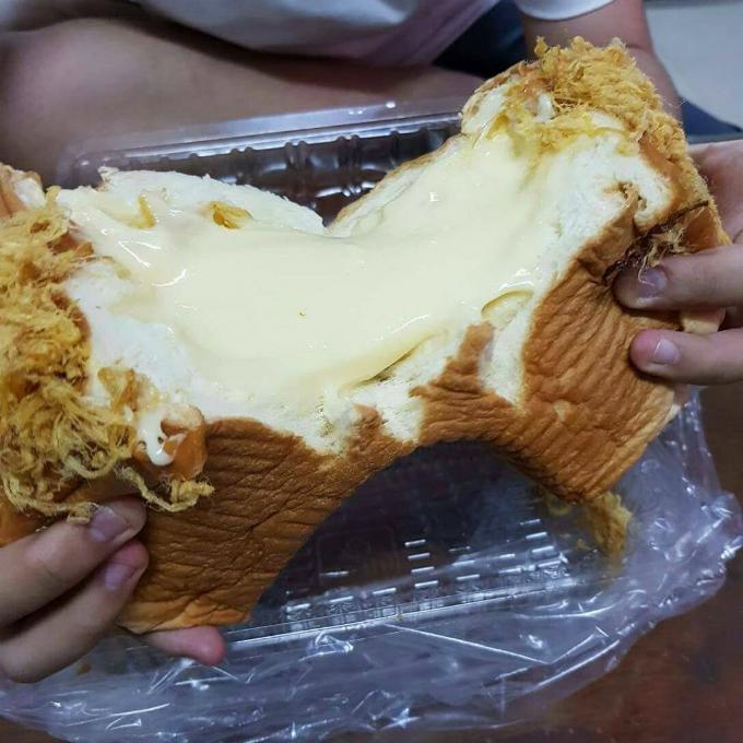 Bánh mì phô mai chà bông 1