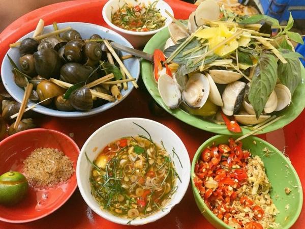 Ốc luộc Hà Trang - phố Đinh Liệt