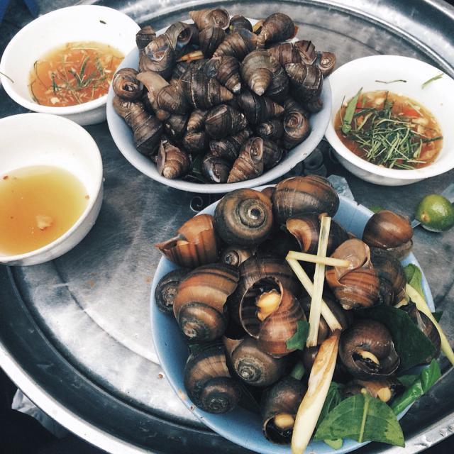 Ốc luộc phố Đinh Liệt