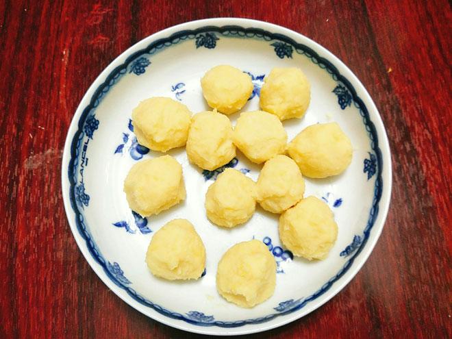 Cách làm chè trôi nước ngọt ngào nóng hổi thích hợp sáng mùa đông3