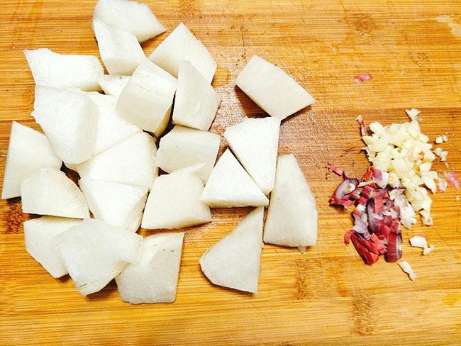 Cách làm sườn kho củ cải – Món ăn số 1 trong ngày mưa lành lạnh5
