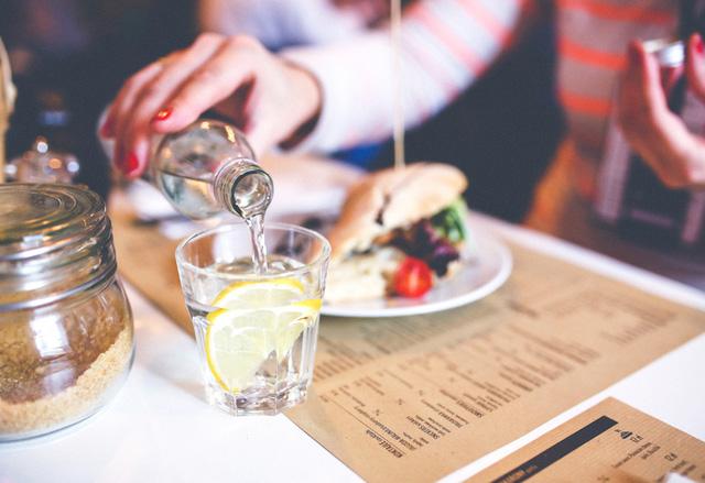 Cảnh báo: Cơm ăn sai cách cũng có thể gây tổn hại lâu dài đến sức khỏe3