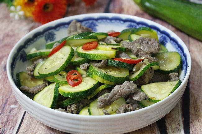 Hướng dẫn cách làm món bí ngòi xào thịt bò ngon, ngọt, thanh nhiệt cơ thể1