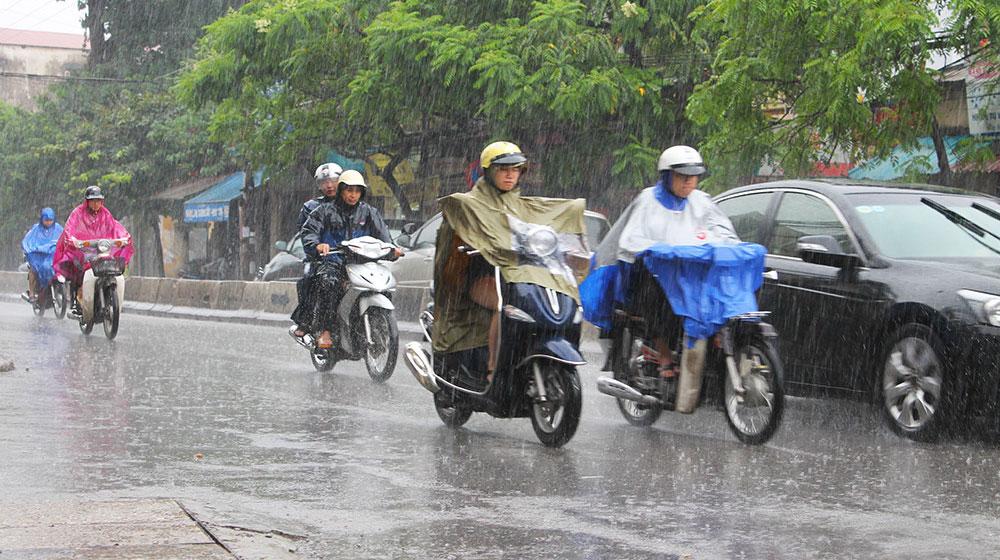 """Những kinh nghiệm """"để đời"""" khi điều khiển xe máy AN TOÀN trong thời tiết mưa bão1"""