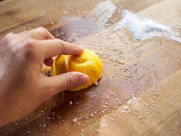 Những bí quyết khử mùi tanh trong nhà bếp đơn giản đến mức không ai ngờ tới2